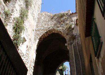 Archeologia Medievale - Pontone- Un arco a sesto acuto